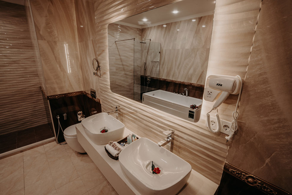 Bathroom-Presidential-Suite-